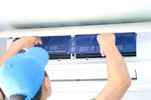 La VMC ou ventilation mécanique contrôlée a pour but de renouveler l'air intérieur de votre foyer. Il existe 2 types de VMC .